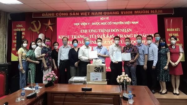 Học viện Y - Dược học cổ truyền Việt Nam đón nhận trang thiết bị y tế từ Quỹ Stronger with Amsers Hiệp hội học sinh Hà Nội – Amsterdam