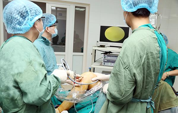 Bệnh viện Tuệ Tĩnh thực hiện thành công kỹ thuật mổ nội soi khớp
