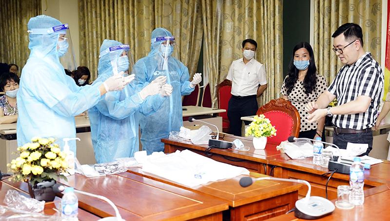 Học viện YDHCT VN tổ chức đào tạo giảng viên giảng dạy chương trình đào tạo phòng chống dịch bệnh COVID-19 cho sinh viên năm cuối khối ngành sức khỏe