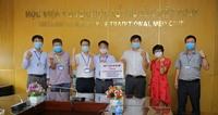 Quỹ Y tế 92-95 tặng 5000 khẩu trang y tế, 100 bộ quần áo phòng dịch cho Học viện Y Dược học cổ truyền Việt Nam