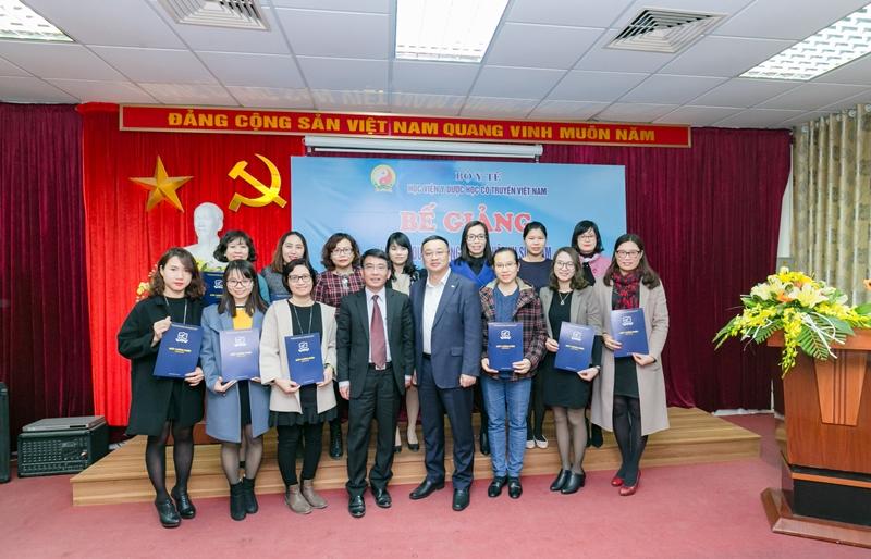 Bế giảng lớp bồi dưỡng nâng cao nghiệp vụ sư phạm và nâng chuẩn NLNN dành cho đội ngũ giảng viên ngoại ngữ của Học viện YDHCT Việt Nam