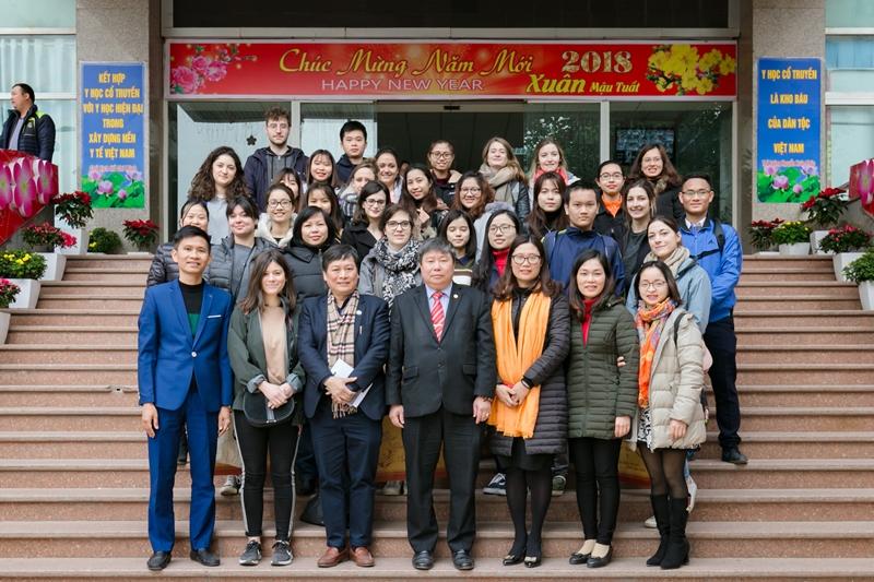Học viện Y Dược học cổ truyền Việt Nam giao lưu với sinh viên Pháp