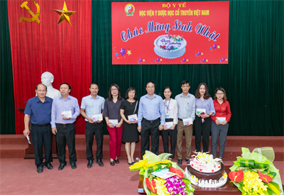 Ban Giám đốc - BCH Công đoàn Học viện Y Dược học cổ truyền Việt Nam tổ chức mừng sinh nhật cho các cán bộ CNVC, người LĐ có ngày sinh nhật trong Quý IV /2018