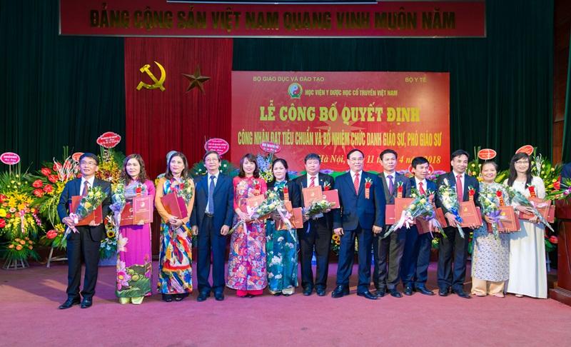 Học viện Y Dược học cổ truyền Việt Nam long trọng tổ chức lễ công bố Quyết định bổ nhiệm chức danh Phó Giáo sư năm 2017