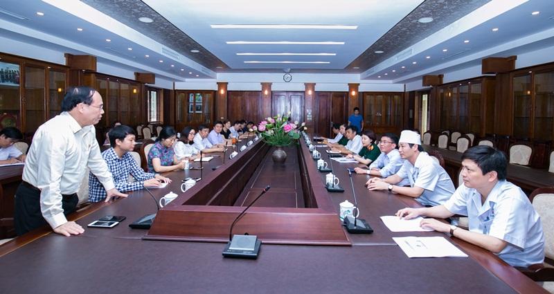 Học viện YDHCT Việt Nam, đoàn khảo sát Trung Quốc đến thăm và làm việc với Viện Y học cổ truyền Quân đội