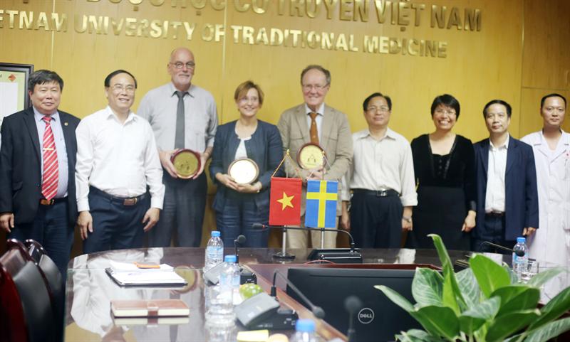 Đoàn Thụy Điển tới thăm và làm việc với Học Viện Y Dược học cổ  truyền Việt Nam