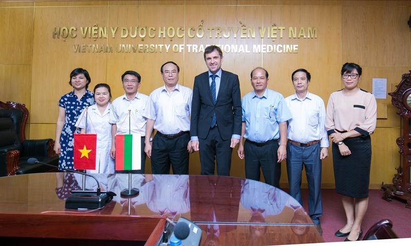 Học viện Y Dược học cổ truyền Việt Nam đón tiếp và làm việc với đoàn đại biểu Bulgaria