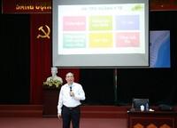 PGS.TS Đậu Xuân Cảnh – Giám đốc Học viện giảng chính trị đầu khóa cho các em tân sinh viên trúng tuyển vào Học viện năm học 2018 -2019