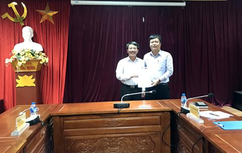 Học viện Y Dược học cổ truyền Việt Nam trao Quyết định về việc cử cán bộ phụ trách, điều hành các Khoa, Phòng