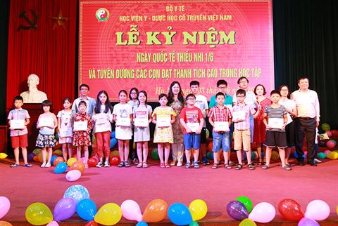 Học viện YDHCT VN tổ chức lễ kỉ niệm ngày Quốc tế thiếu nhi 1/6 và tuyên dương các con đạt thành tích cao trong học tập năm học 2018 - 2019